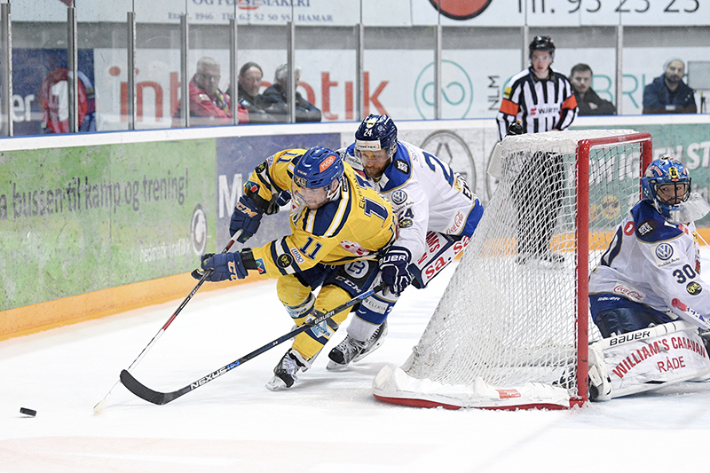 Former Sting forward Joey Tenute battles for the puck behind the net March 12 in Hamar, Norway. Photo courtesy, Fredrik Olastuen